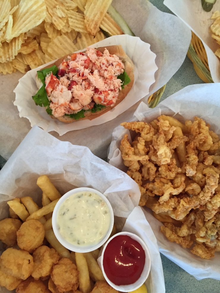 What's a trip to the seacoast without fried seafood baskets?!?!